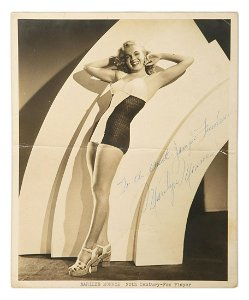 ORIGINAL BLACK AND WHITE PHOTOGRAPH SIGNED BY MARILYN