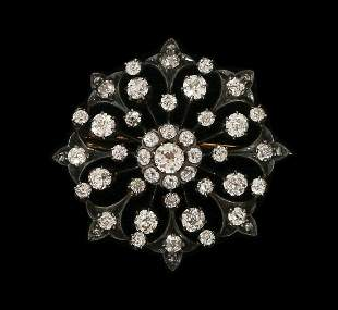 AN 18K GOLD AND SILVER ANTIQUE BROOCH