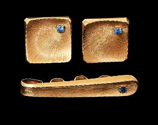 A SET OF 14K GOLD CUFFLINKS AND TIE PIN