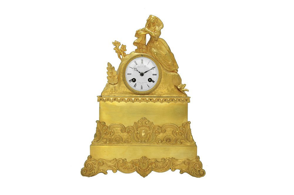 A FRENCH BRONZE MANTEL CLOCK