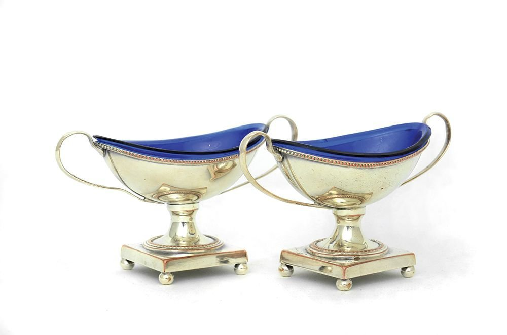 A PAIR OF GEORGIAN STYLE SILVER PLATED SALTS