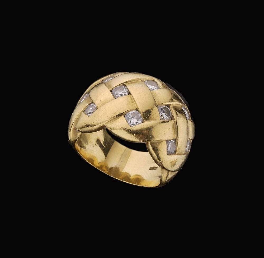 A WIDE 18K GOLD RING