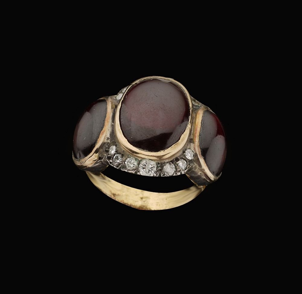 AN 18K GOLD AND SILVER ANTIQUE RING