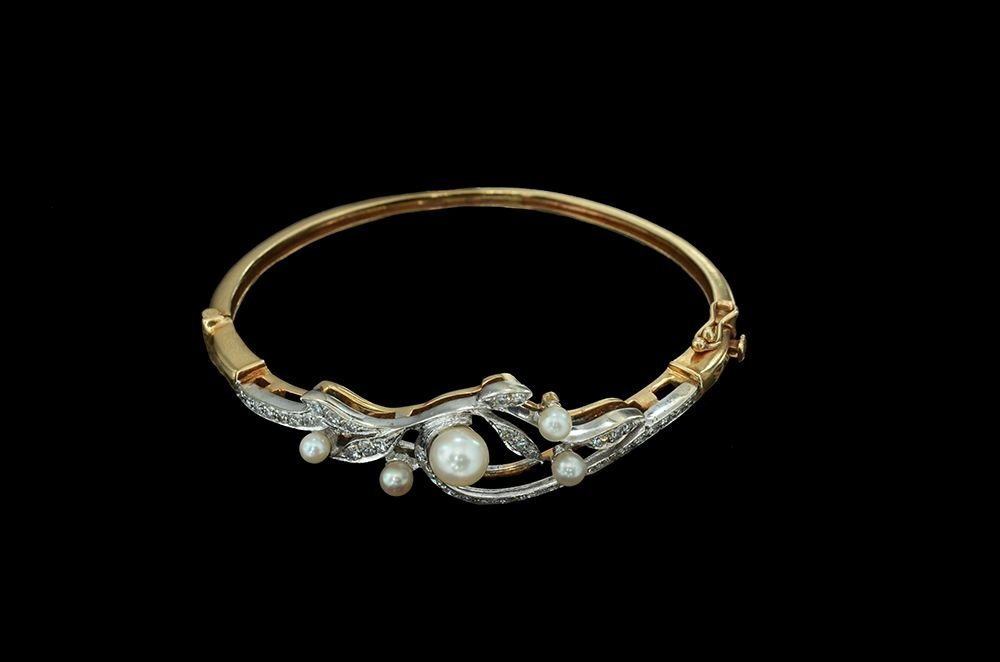 A STIFF 14K WHITE AND YELLOW GOLD BRACELET