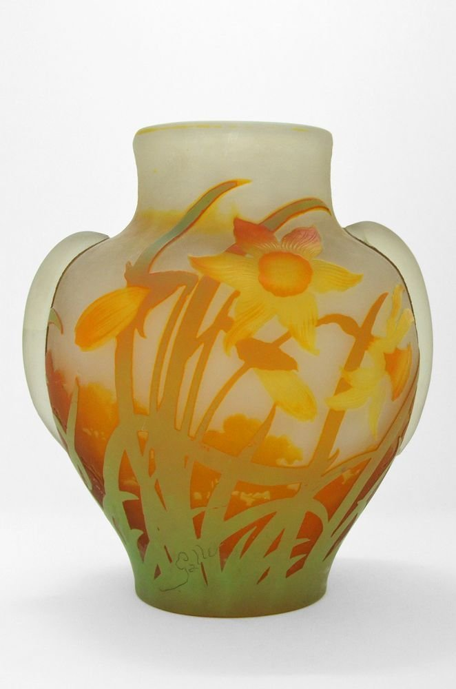A GALLE CAMEO GLASS 'DAFFODIL' VASE WITH APPLIED