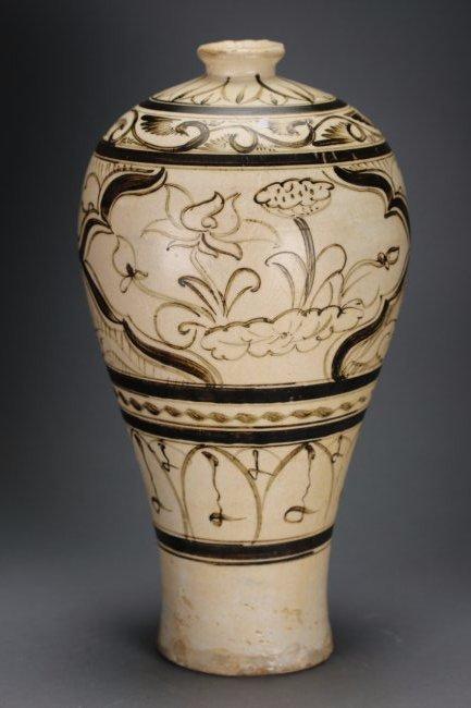 Chinese incised Cizhou Yao Porcelain Vase,Ming dynasty