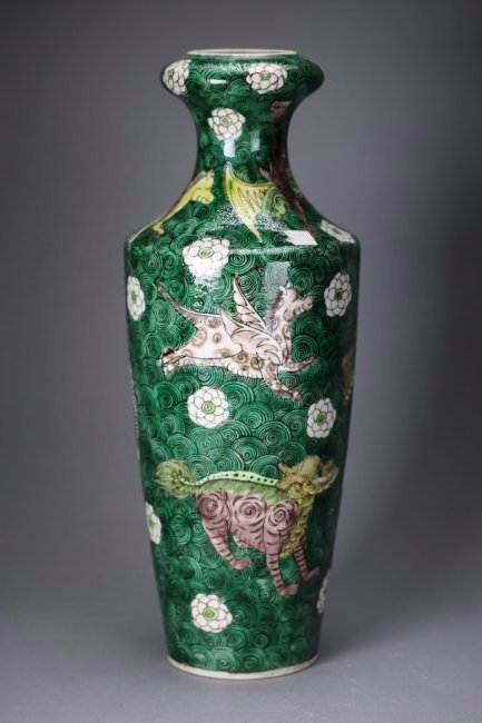 A Chinese Famille Verte Porcelain Vase,Qing dynasty