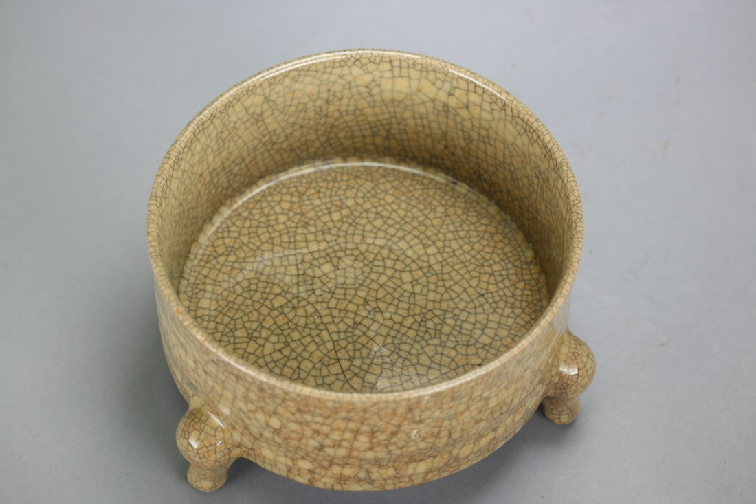 A Chinese Porcelain Crackle Ware Decor Censer - 3