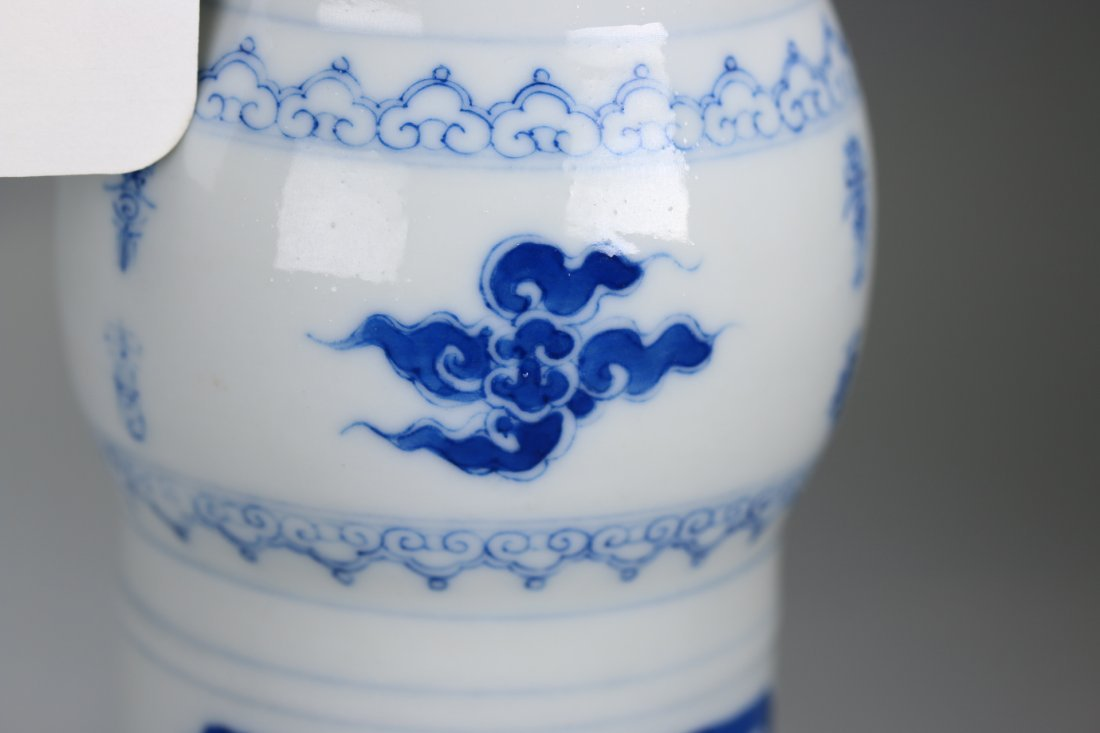 Chinese blue and white glazed gu-form vase,Qing dynasty - 3