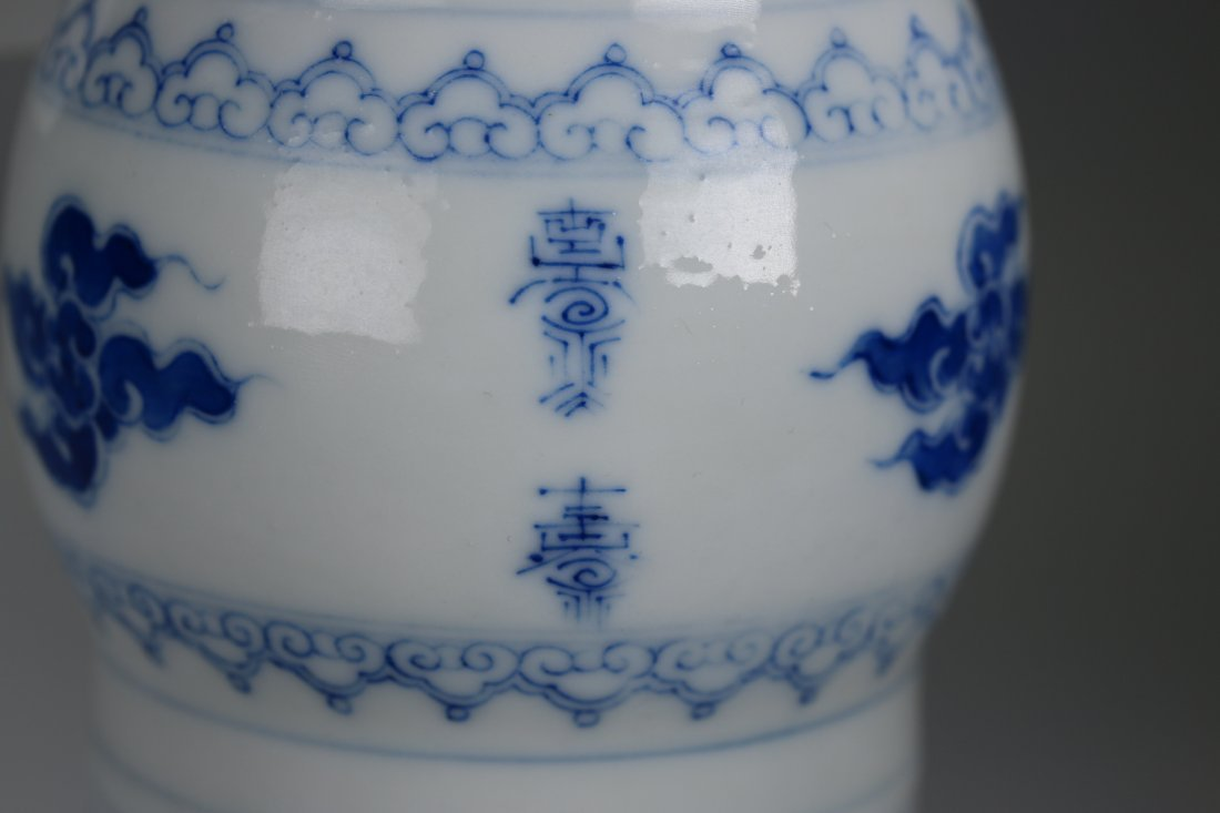 Chinese blue and white glazed gu-form vase,Qing dynasty - 7