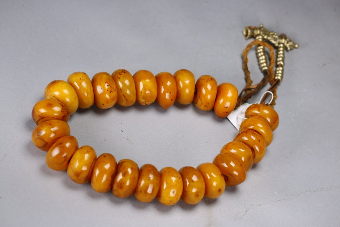 A Chinese Natural Amber Necklace - 2