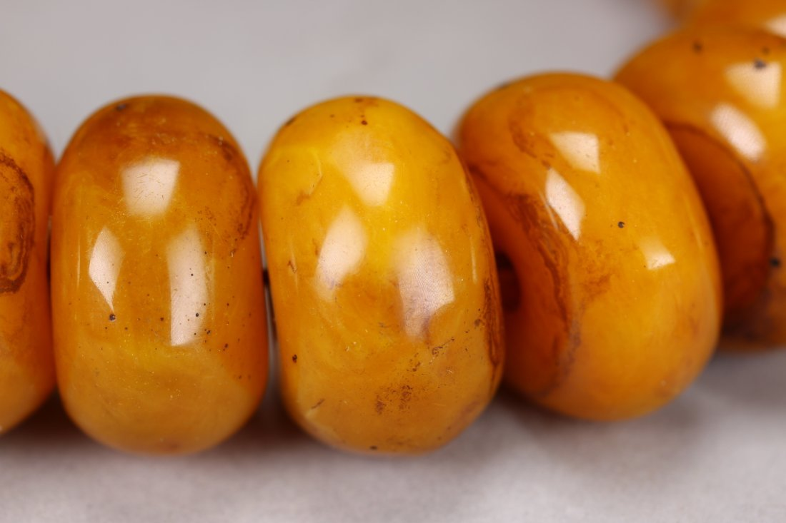 A Chinese Natural Amber Necklace - 3