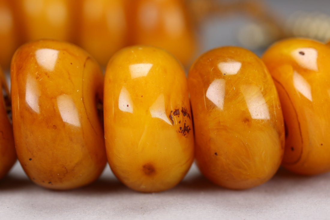 A Chinese Natural Amber Necklace - 4