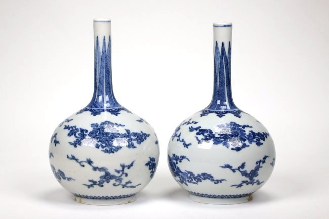 Pair of Chinese Blue and White Bottle Vase,Qing dynasty