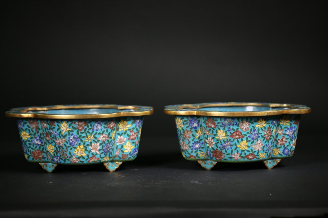 A Pair of Chinese  Cloisonne Pots,Late Qing dynasty