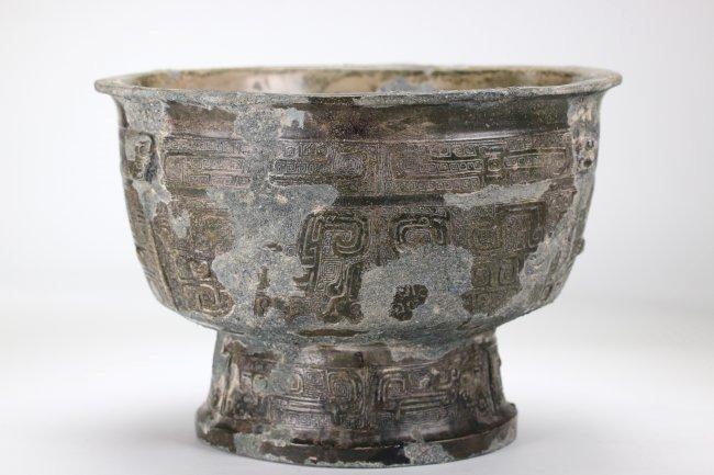 A Chinese copper vessel , Western Zhou Dynasty