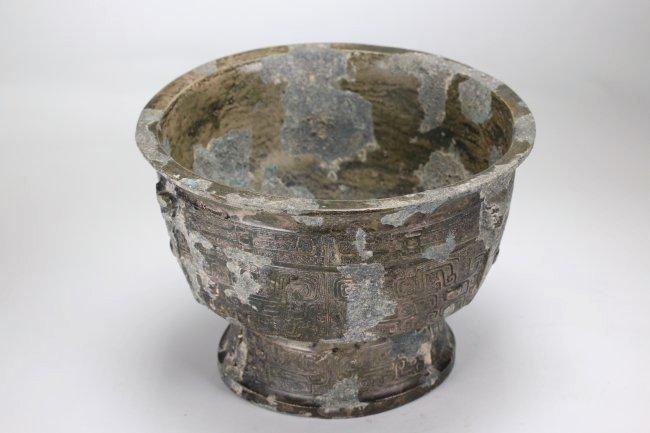 A Chinese copper vessel , Western Zhou Dynasty - 2