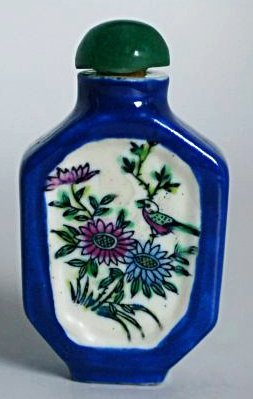 A Chinese Polychrome Porcelain Snuff Bottle