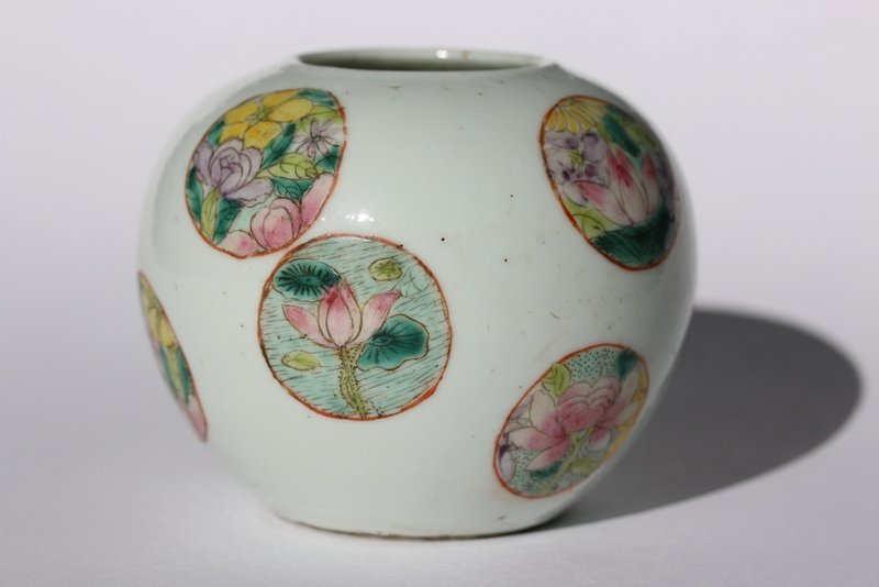 A beautiful  Chinese Fammile rose jar,Qing dynasty