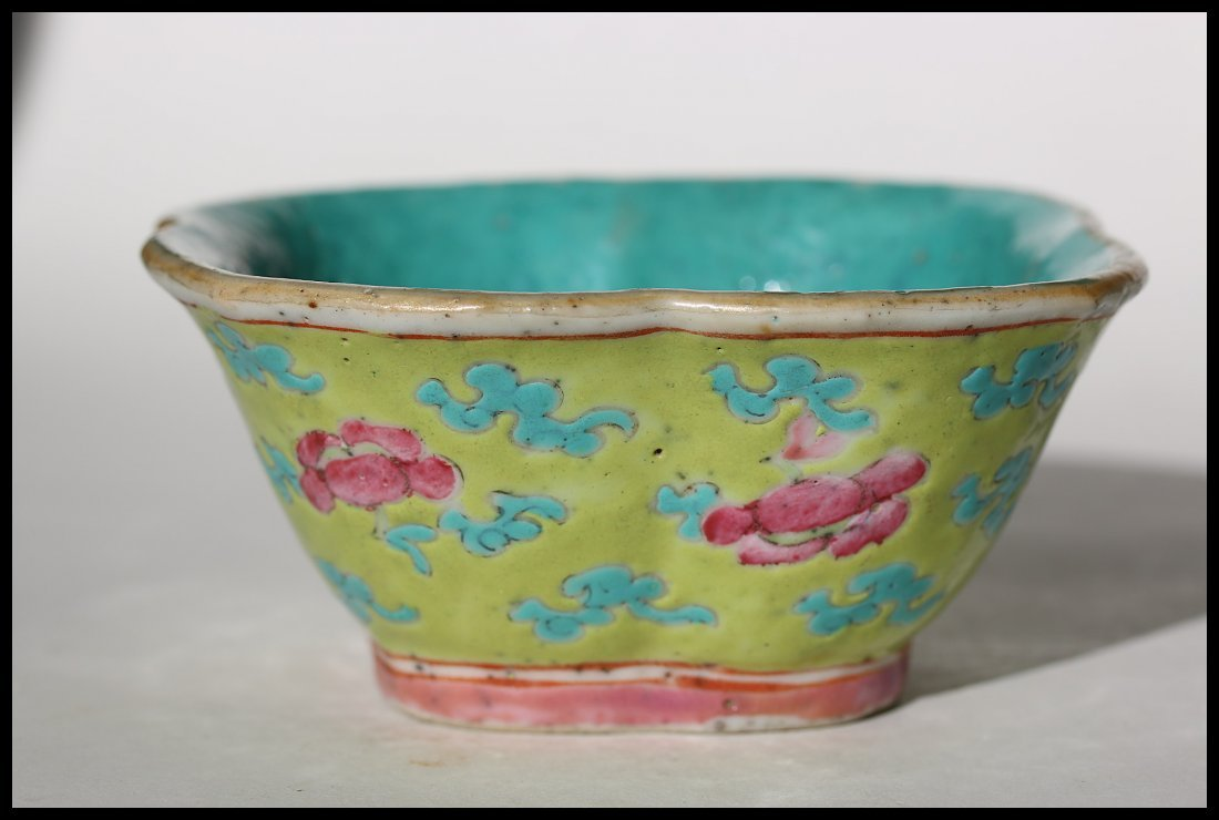 A Chinese Familie Rose plate,Qing dynasty