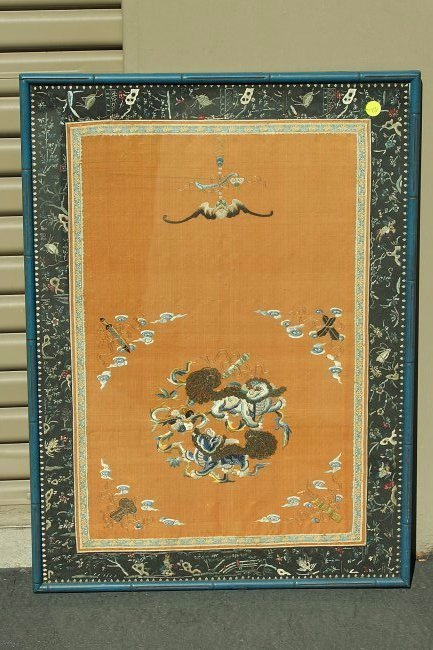 An silk embroidered panel,Late Qing dynasty