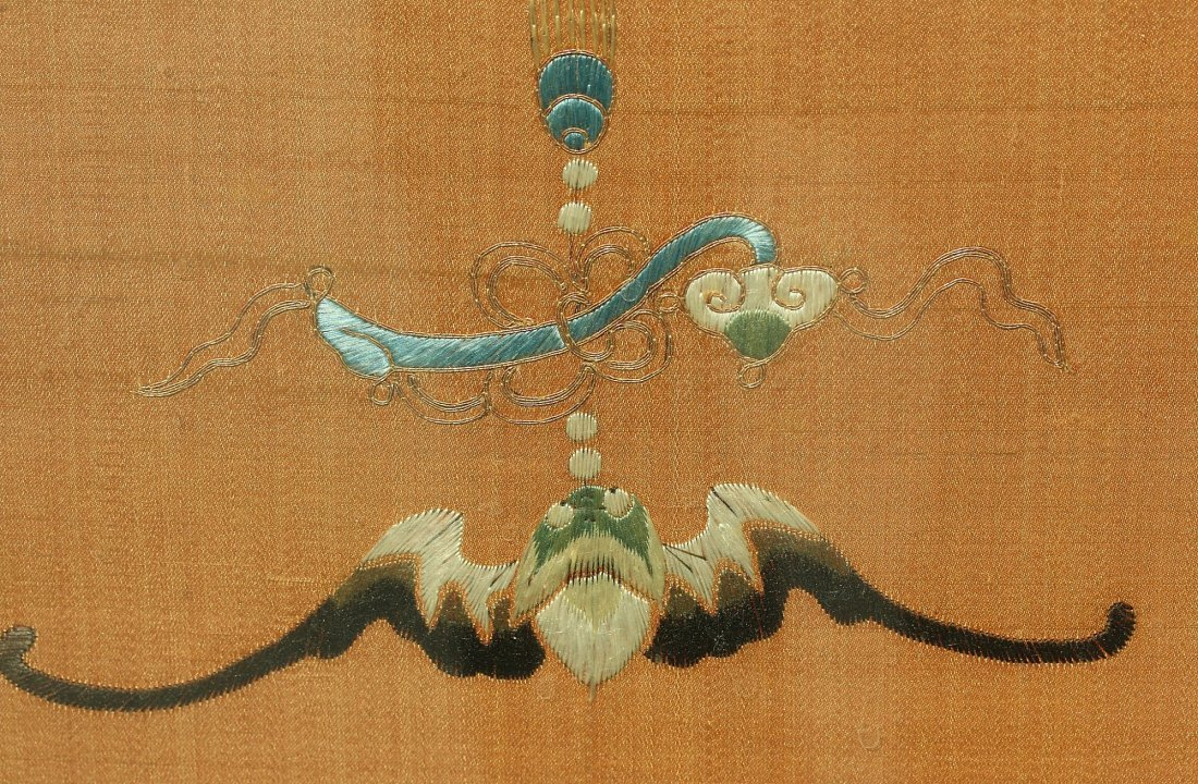 An silk embroidered panel,Late Qing dynasty - 2