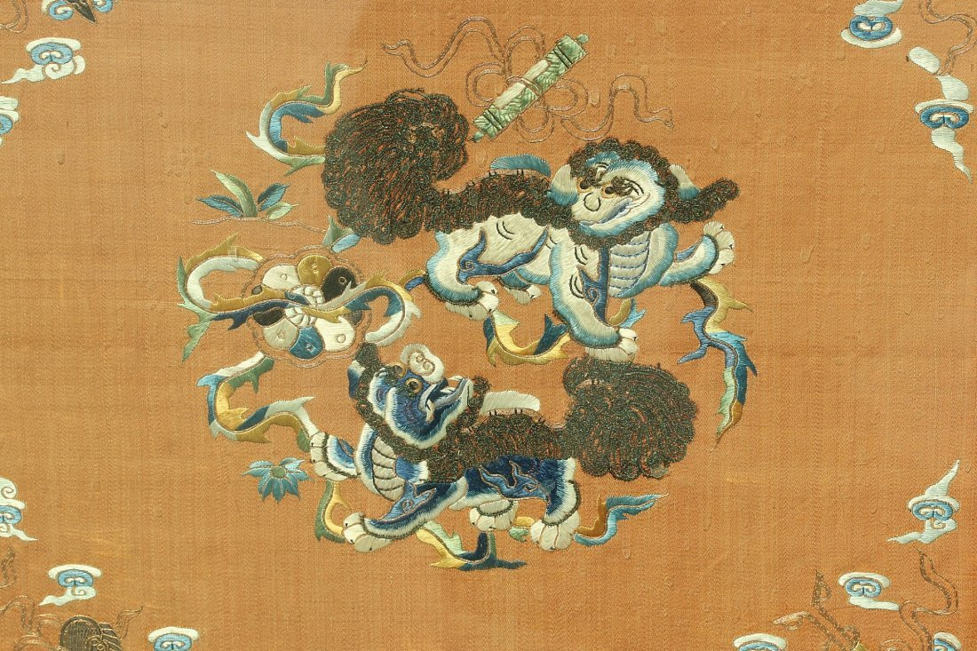 An silk embroidered panel,Late Qing dynasty - 3