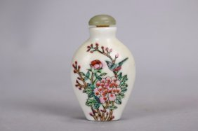 Hand Painted Chinese Porcelain Snuff Bottle