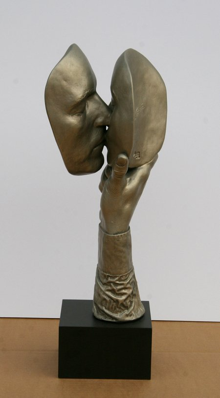 2358: John Cutrone, The Kiss, Sculpture - 4