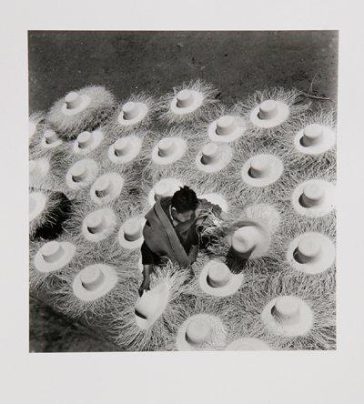 4: Leo Matiz, Palm Hats, Photograph