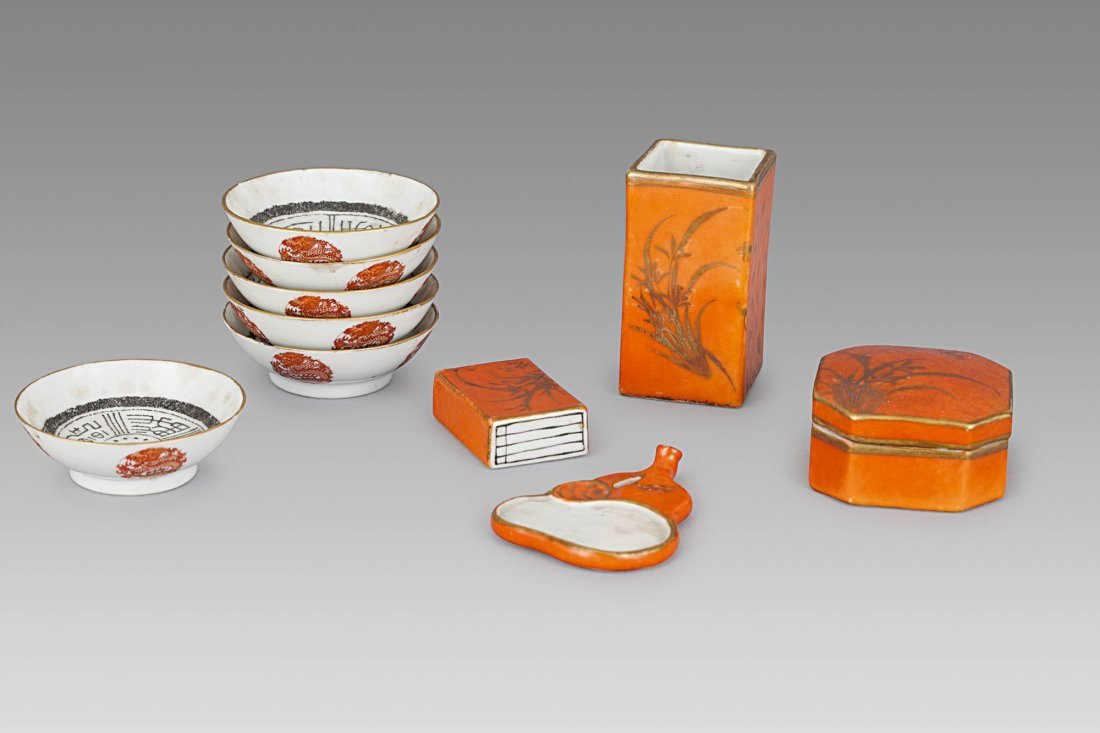 A RED AND GOLD ENAMELLED PORCELAIN TABLE SET, CHINA,