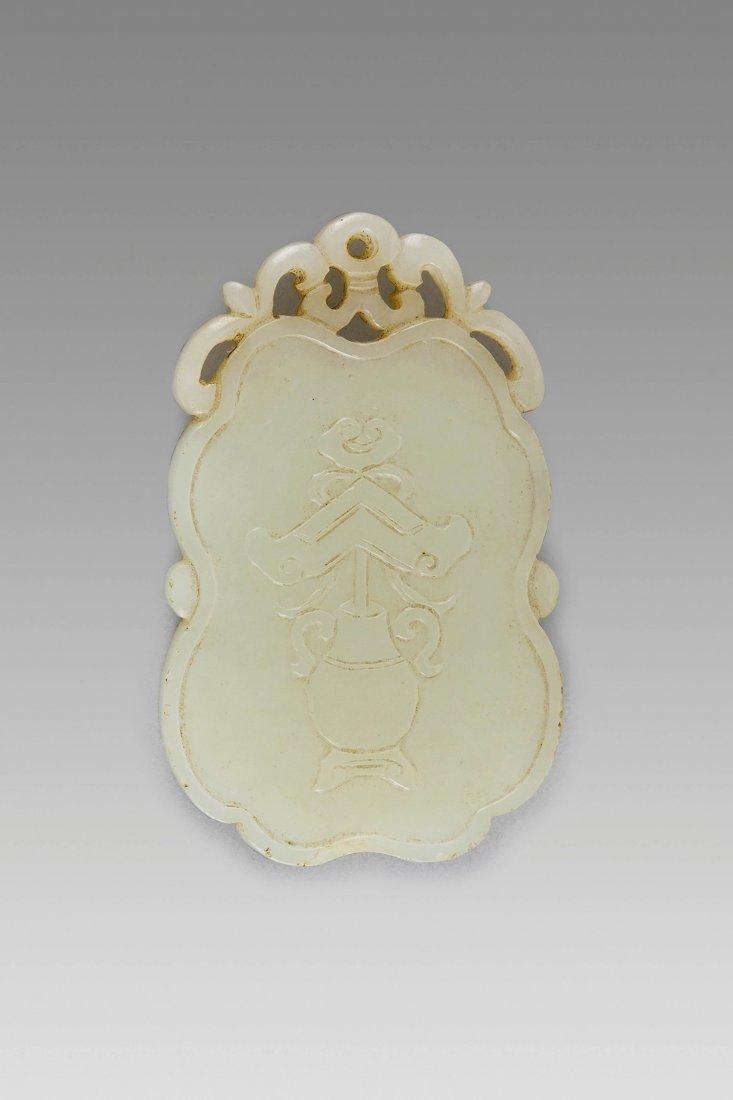 A FINE WHITE JADE PENDANT, CHINA, 18TH-19TH CENTURY