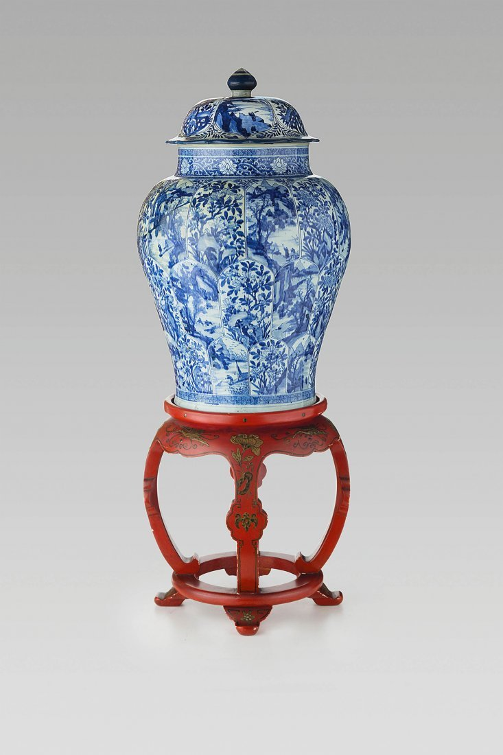 AN ATTRACTIVE PAIR OF LARGE BLUE AND WHITE PORCELAIN