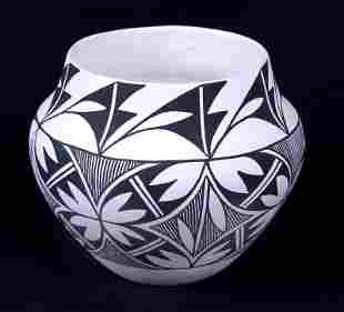 Acoma Pottery by Pauline Abeita (20th Century)