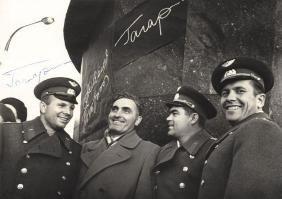 Gagarin, Yuri - Black and white, head and shoulders