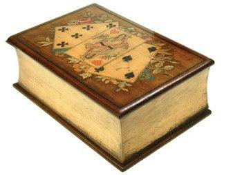 109E: AN ITALIAN OLIVE WOOD PLAYING CARD BOX