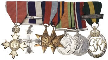 16C: A Second World War Military Cross and bar group of