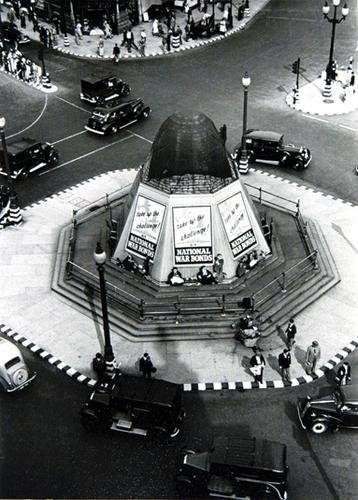 17C: George Rodger (1908 - 1995) eros, piccadilly, lond