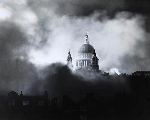20C: Herbert Mason  St Paul's Cathedral during the Blit
