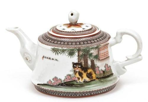 20: Teapot decorated with a well-fed cat