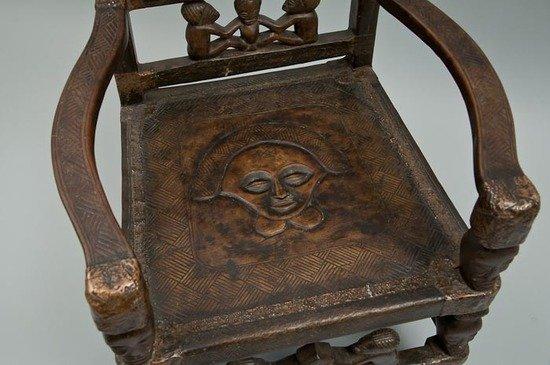 62: A Tchokwe maternity chair - 2