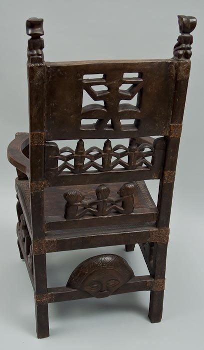 62: A Tchokwe maternity chair - 3
