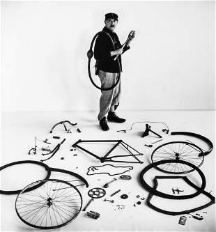 Robert Doisneau (1912-1994) - Le Velo de Tati, 1949