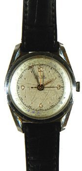 943D: Gents Calendar Wristwatch by Doxa