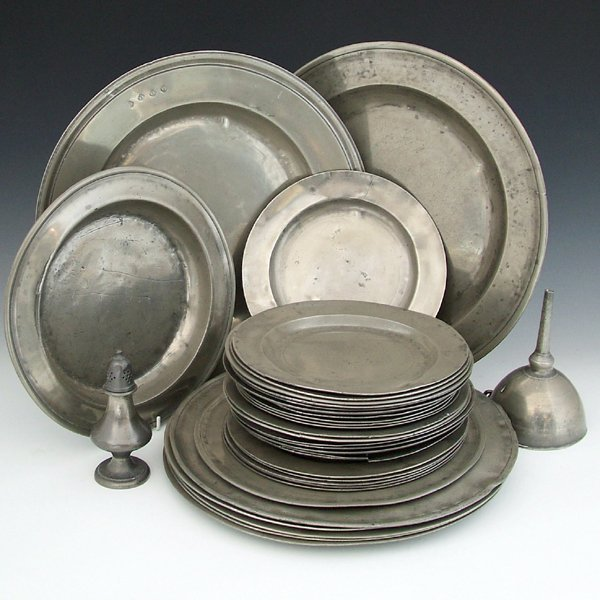 342: Collection of thirty-four pewter plates, mostly 18
