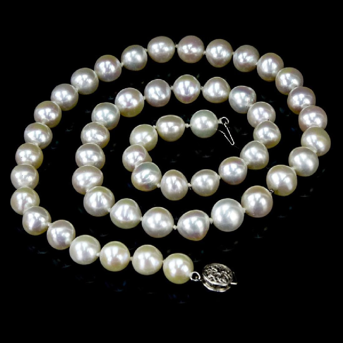 Vintage Fresh Water Pearl Necklace with 14 Karat White