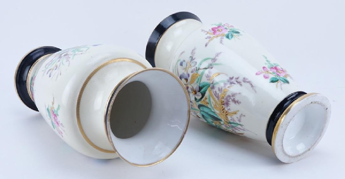 Pair of Vintage Old Paris Handpainted Porcelain Vases. - 2