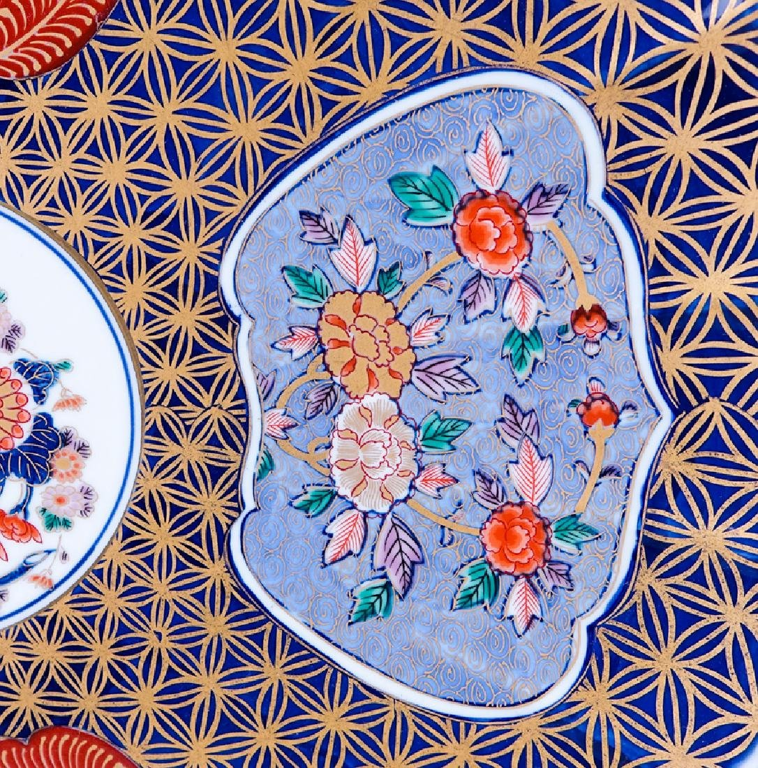 Modern Chinese Imari Charger. Signed. Good condition. - 2