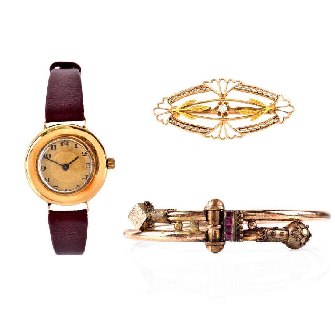 Antique 12 Karat Yellow Gold Hinged Bangle Bracelet