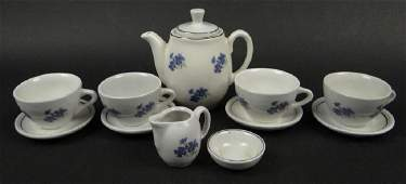 Twelve 12 Pieces of Miscellaneous Continental Ceramic